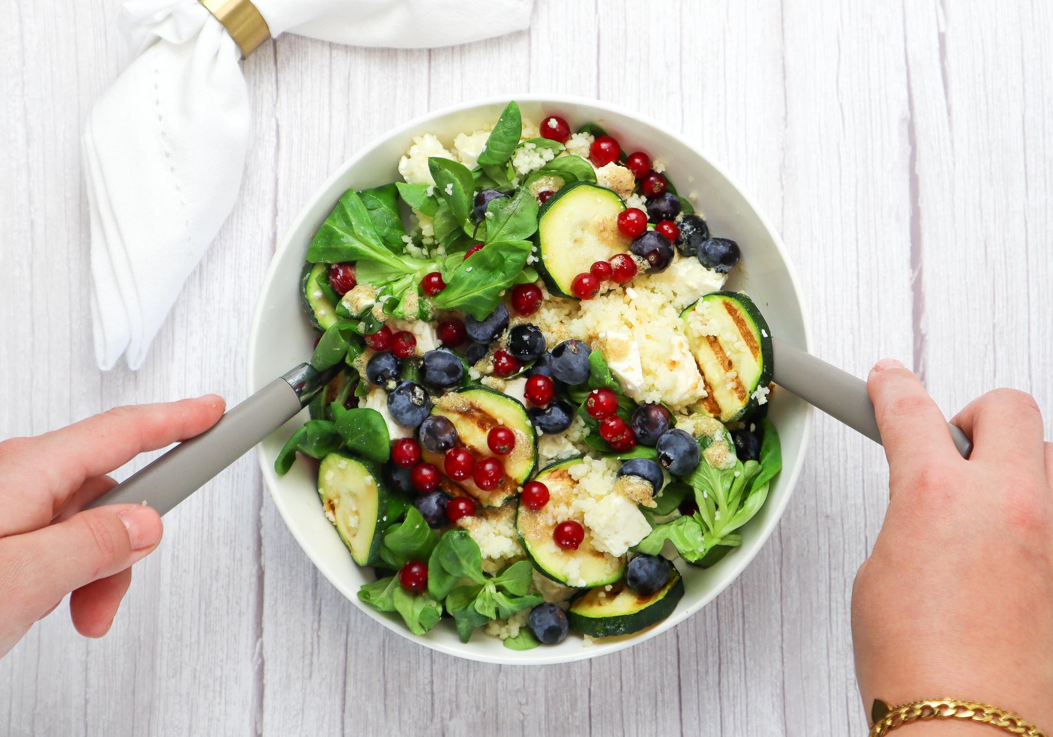 Gezonde feta salade met zacht fruit
