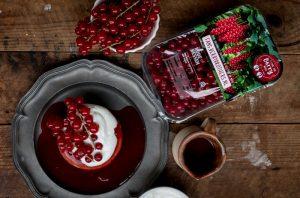 Spelt pannenkoeken met rode bessen saus