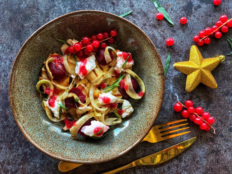 Vegetarische salade met rode bessen